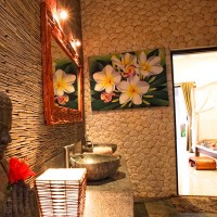 Our holiday villa in Bali has a cozy bathroom which is fully equipped.