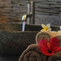 In our holiday villa in Bali towels are laid down in a fun way in the bathroom.