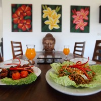 Enjoy eating in the spacious dining room of the house in Bali.