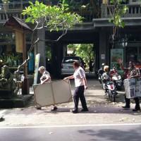 Buy art in Bali.