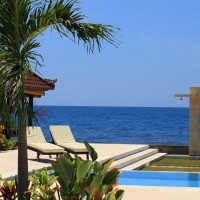 There is a sea view at the pool of our holiday villa in Bali.
