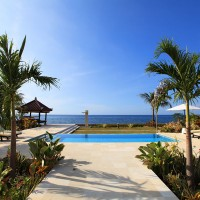 From the villa you walk through a beautiful garden at our pool overlooking the Bali sea.